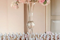 Top wedding decor trends brides | Wedding table decorations with wedding gift tables